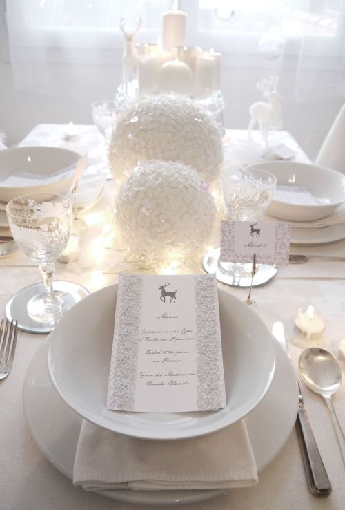 nice and classic white Christmas table decoration